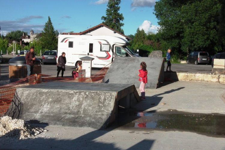 FOCUS SUR : Un projet de Skatepark à Bourdeilles qui avance bien et ravi petits et grands!
